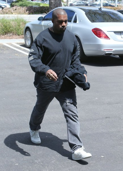 bc9949e34ab69 Kanye West Photos Photos - Kanye West Stops By His Office In ...