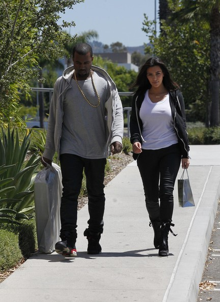 Kanye West and Kim Kardashian Go to the Mall