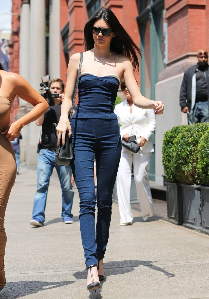 Kendall Jenner Photos The Kardashian Clan Goes Shopping