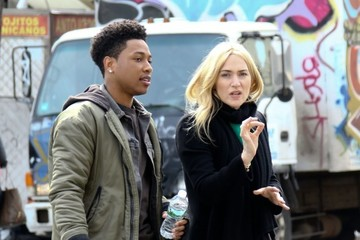 Kate Winslet Jacob Latimore Celebrities Perform on the Set of 'Collateral Beauty'