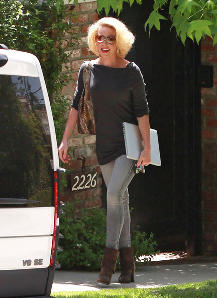 Katherine Heigl - Katherine Heigl Leaves Her Home
