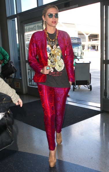 Kesha prepares to leave Los Angeles at LAX on October 28, 2013.
