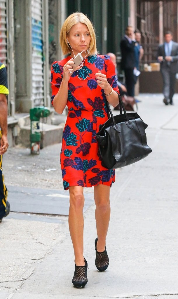 Kelly Ripa Photos Photos Kelly Ripa Out And About In Nyc