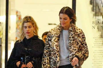 Kendall Jenner Hailey Bieber Kendall Jenner and Hailey Baldwin Shop at Barney's New York in Beverly Hills