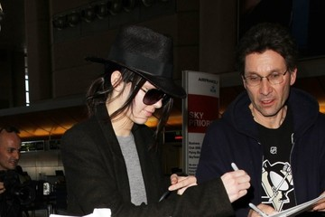 Kendall Jenner Kendall Jenner Catches A Flight At LAX