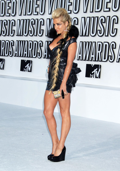 Kesha Celebrities arrive at the 2010 MTV Video Music Awards at the Nokia Theatre in L.A. Live in Los Angeles.