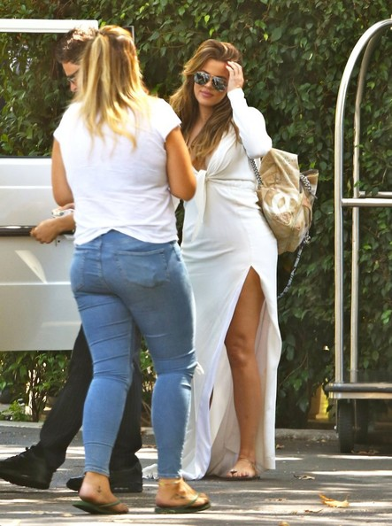 Khloe Kardashian Photos Photos Kim And Kourtney Kardashian Attend