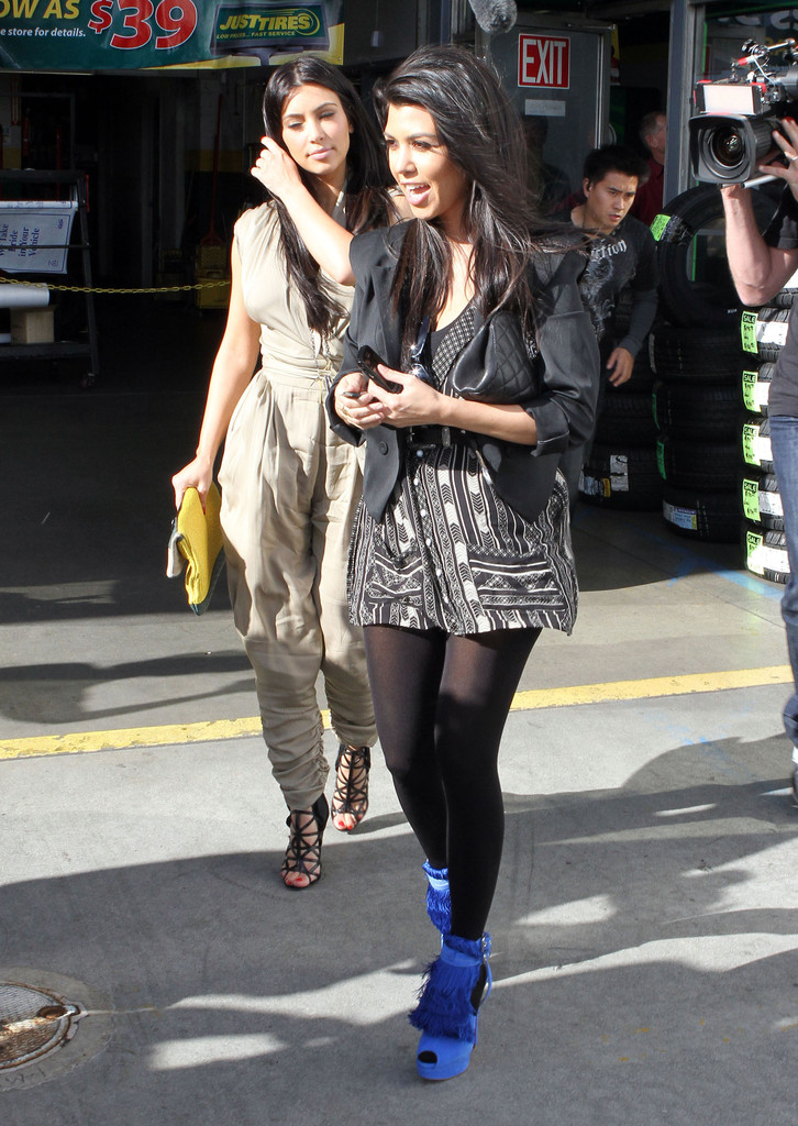 Kim Kardashian Pictures - Kim And Kourtney Kardashian At Just ...