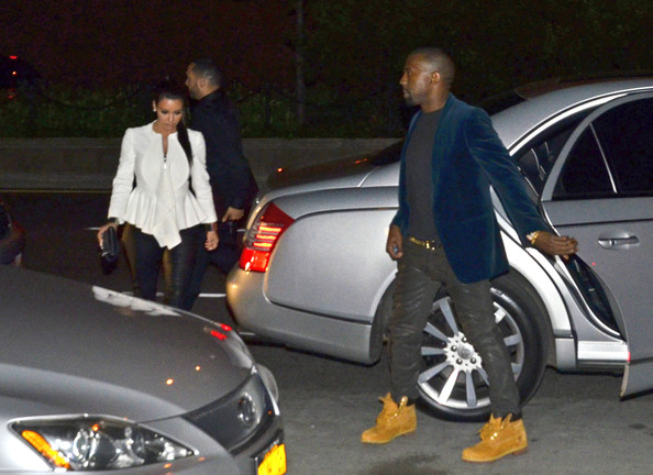 Kim Kardashian - Kim Kardashian and Kanye West Arrive at Kanye's Apartment After Dinner