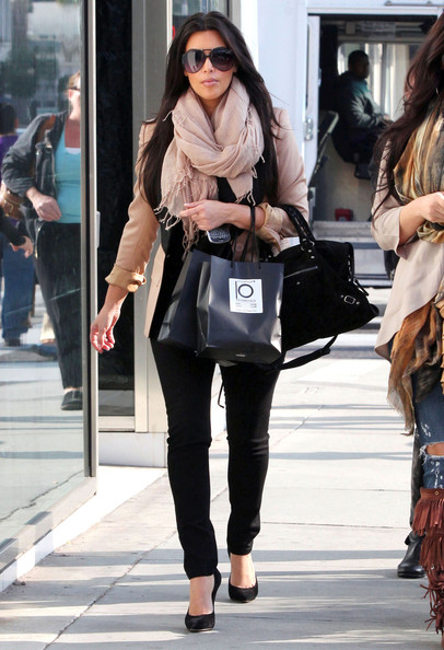 Kim Kardashian - Kim Kardashian Shopping For Glasses In Beverly Hills