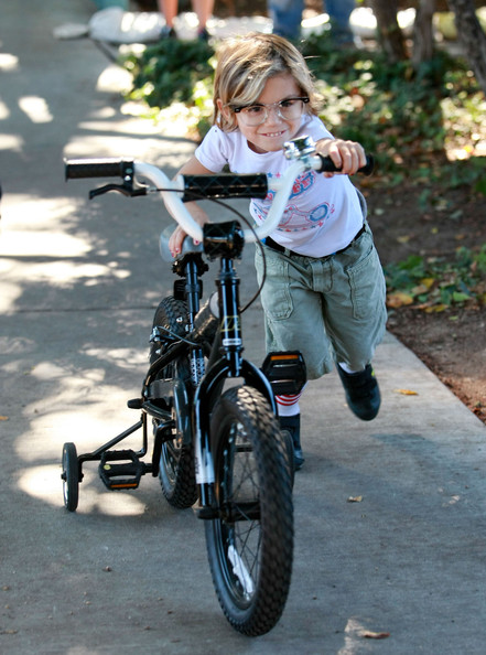 Kingston Rossdale Singer Gwen Stefani and her husband Gavin Rossdale take their sons Kingston and Zuma to the Robertson Park in Beverly Hills, CA. The family checked out the cats and dogs up for adoption and the reptiles on display from the Natural History Museum. Kingston showed off his bike and glasses and Kingston picked his nose.