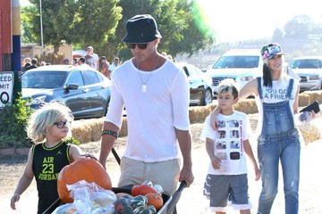 Kingston Rossdale Gwen Stefani Spends the Day with Family