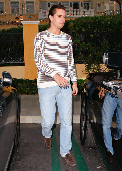 http://www2.pictures.zimbio.com/fp/Kourtney+Kardashian+Out+Dinner+Scott+Friend+tO3JZgmdrGol.jpg