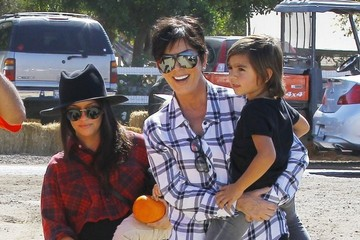 Kris Jenner The Kardashains At Underwood Family Farms