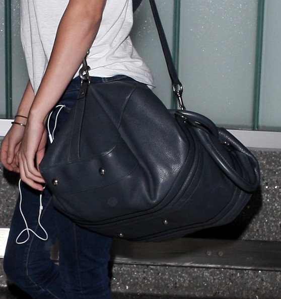Kristen Stewart - Kristen Stewart Arriving On A Flight At LAX