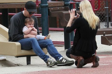 Kyle Newman Jaime King & Jordana Brewster Take Their Boys To The Park