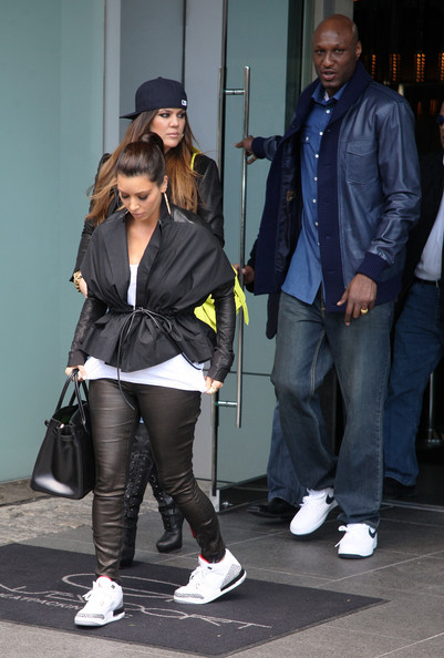 e8e7f93f2a401b wholesale kim khloe and lamar leaving their hotel in new york 86968 d050c