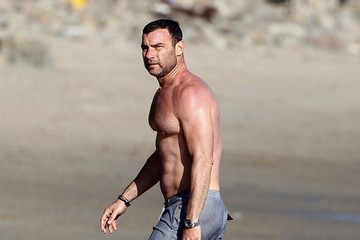 Liev Schreiber Naomi Watts & Liev Schreiber Enjoy A Day At The Beach With Their Boys