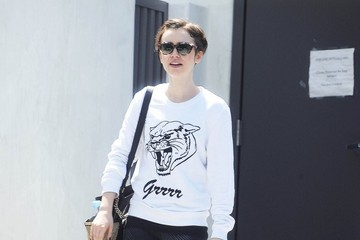 Lily Collins Lily Collins Gets Her Workout In