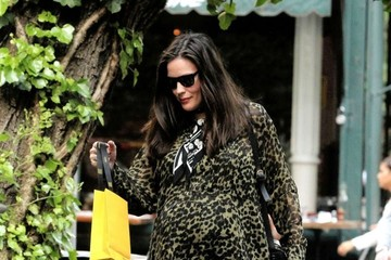 Liv Tyler Pregnant Liv Tyler Shows Off Baby Bump In the West Village
