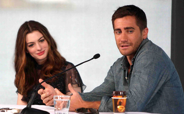 Anne Hathaway & Jake Gyllenhaal attend the 'Love & Other Drugs' photocall in Sydney, Australia.