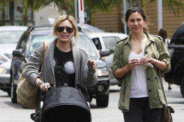 Luca Comrie Hilary Duff Meets A Friend For Coffee