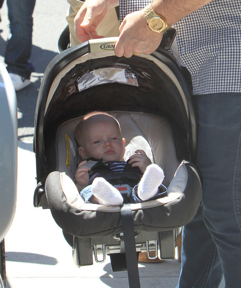 Luca Comrie - Hilary Duff And Family Out House Hunting In Beverly Hills