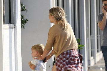 Luca Comrie Hilary Duff Goes out and About in Beverly Hills with Her Son