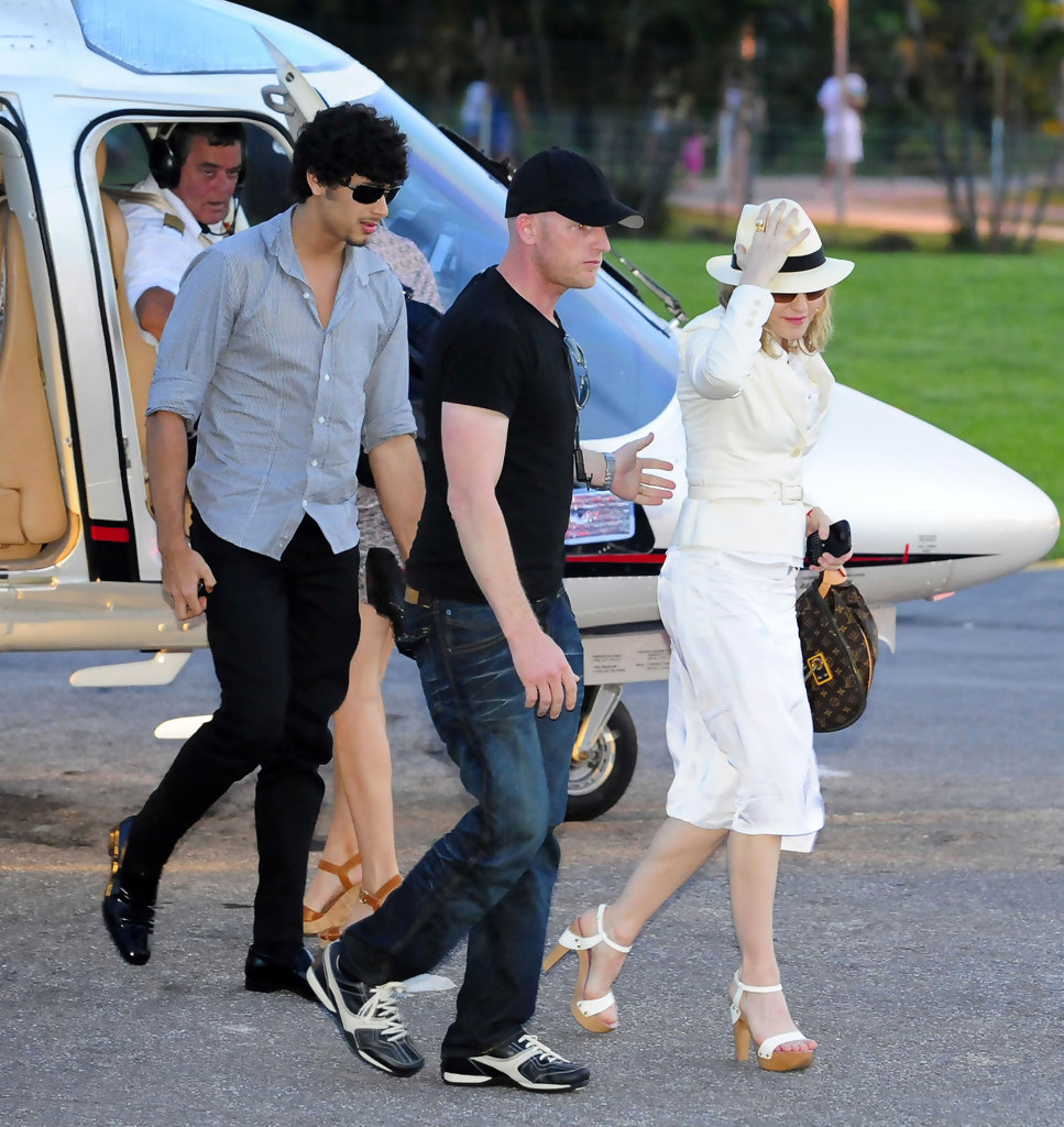 Jesus Luz In Madonna Amp Jesus Getting Out Of Helicopter In Rio Zimbio