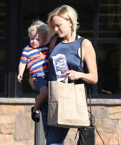 Malin Akerman & Son Sebastian Grocery Shopping At Gelson's Market []