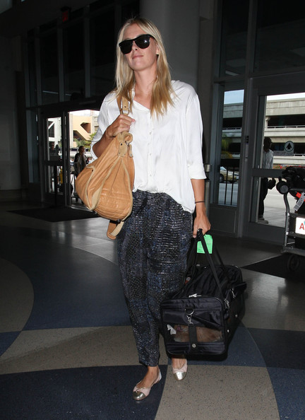 Maria Sharapova - Maria Sharapova Takes Flight With Her Dog