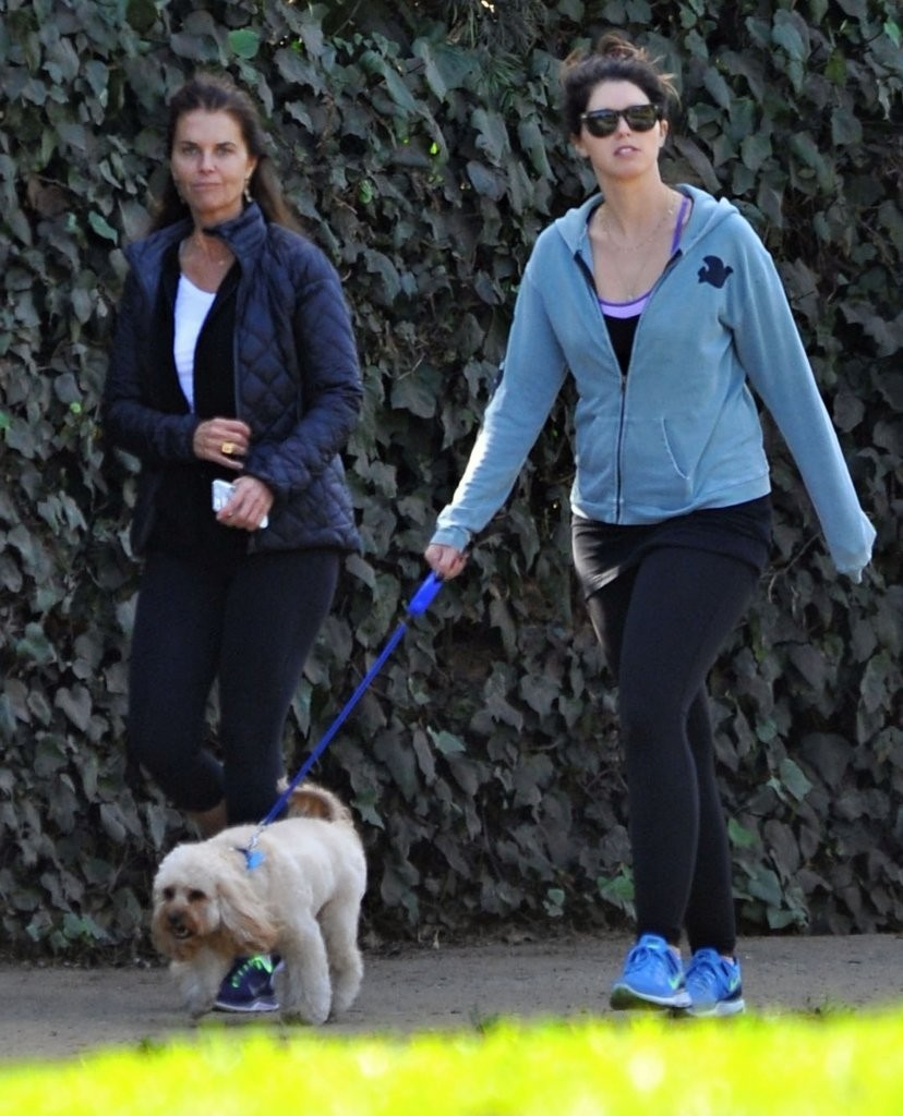 maria shriver amp daughter katherine walking the dog on