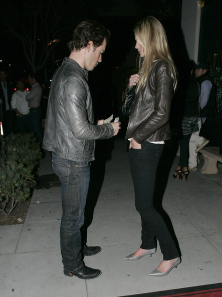 Mark-Paul Gosselaar - Mark-Paul Gosselaar Leaving Mastros Restaurant