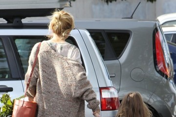 Marlowe Sturridge Sienna Miller Shops at the Farmer's Market with Her Daughter