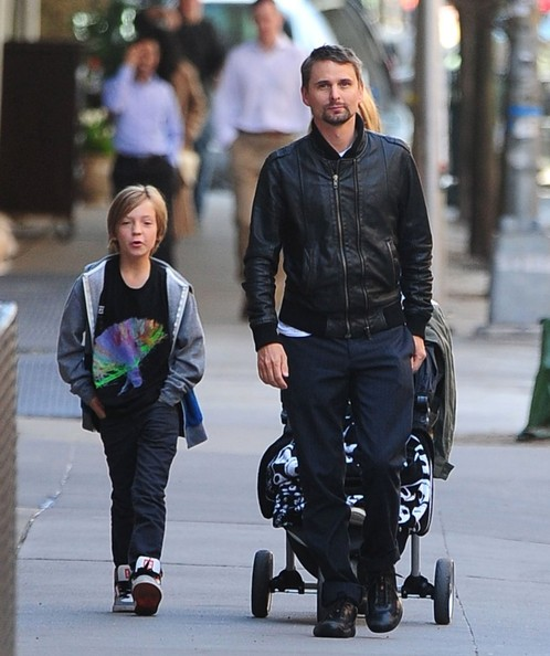 Matt Bellamy Pictures - Kate Hudson and Her Boys Take a ...