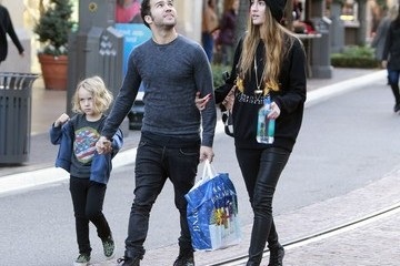 Meagan Camper Pete Wentz Goes Christmas Shopping in LA