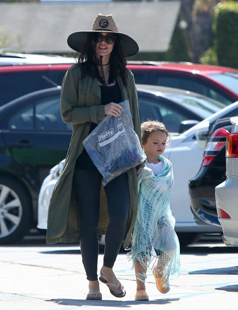 Megan Fox Goes With Her Family to Paradise Cove - Zimbio