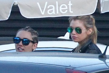 Miley Cyrus Miley Cyrus and Stella Maxwell Go out for Lunch in Malibu