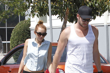 Miley Cyrus Liam Hemsworth Miley Cyrus And Liam Hemsworth Out For Lunch In Toluca Lake