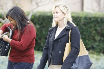 Mindy Kaling Reese Witherspoon Reese Witherspoon And Mindy Kaling Out For Lunch At Tavern
