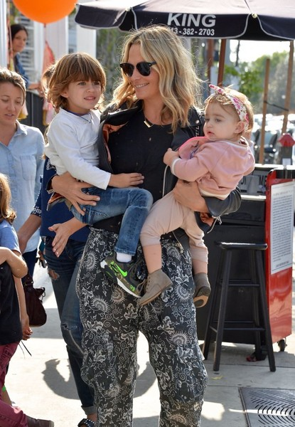 Molly Sims Spotted At Au Fudge Restaurant