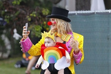 Molly Sims Scarlett Stuber Molly Sims Takes Her Children Trick-or-Treating