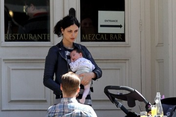 Morena Baccarin Benjamin McKenzie and Morena Baccarin Go Out With Their Daughter Frances