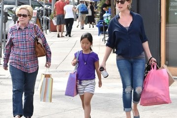 Nancy Heigl Katherine Haigl Goes Out Shopping With Her Mother and Daughter
