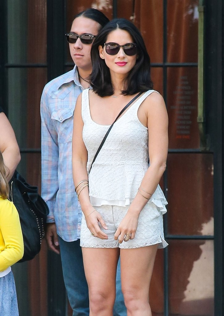 Olivia Munn in Olivia Munn Spotted with Her Family 9 of 12 ...