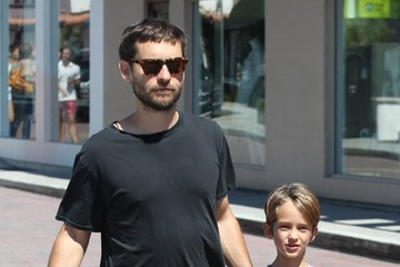 Otis Maguire Tobey Maguire Is Seen in Malibu With Family
