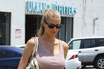 Paige Butcher New Mom Paige Butcher Shopping At Urban Outfitters