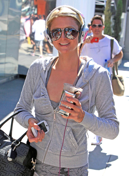 Paris Hilton Heiress Paris Hilton jammin' out to her Ipod as she leaves the Equinox Gym in West Hollywood, CA.