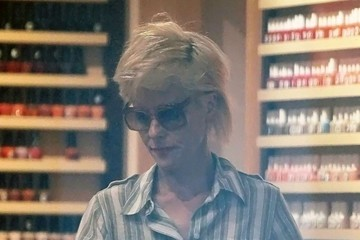 Parker Posey Parker Posey Shopping in NYC