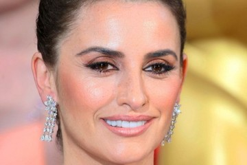 Penelope Cruz Hairstyles at the 86th Annual Academy Awards